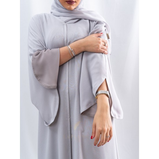 AM4013 Double Chiffon Abaya in silver and brown colors, it can be worn on both sides with a curve opening on the French sleeves, it comes with two veils for lovers of elegance
